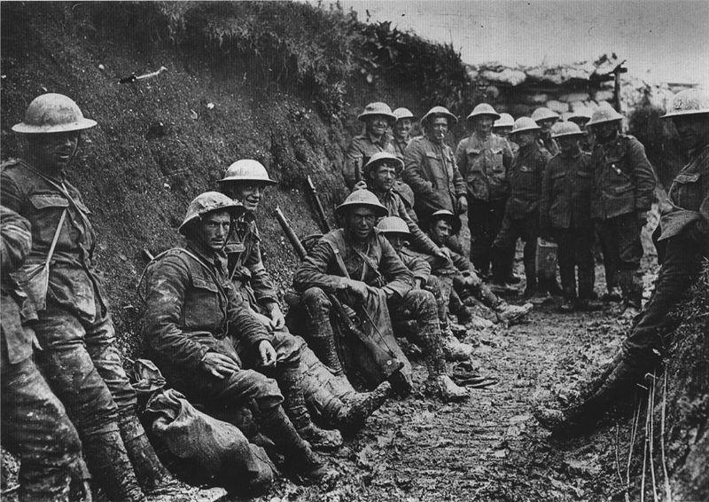Des soldats britanniques dans les tranchées (1916)