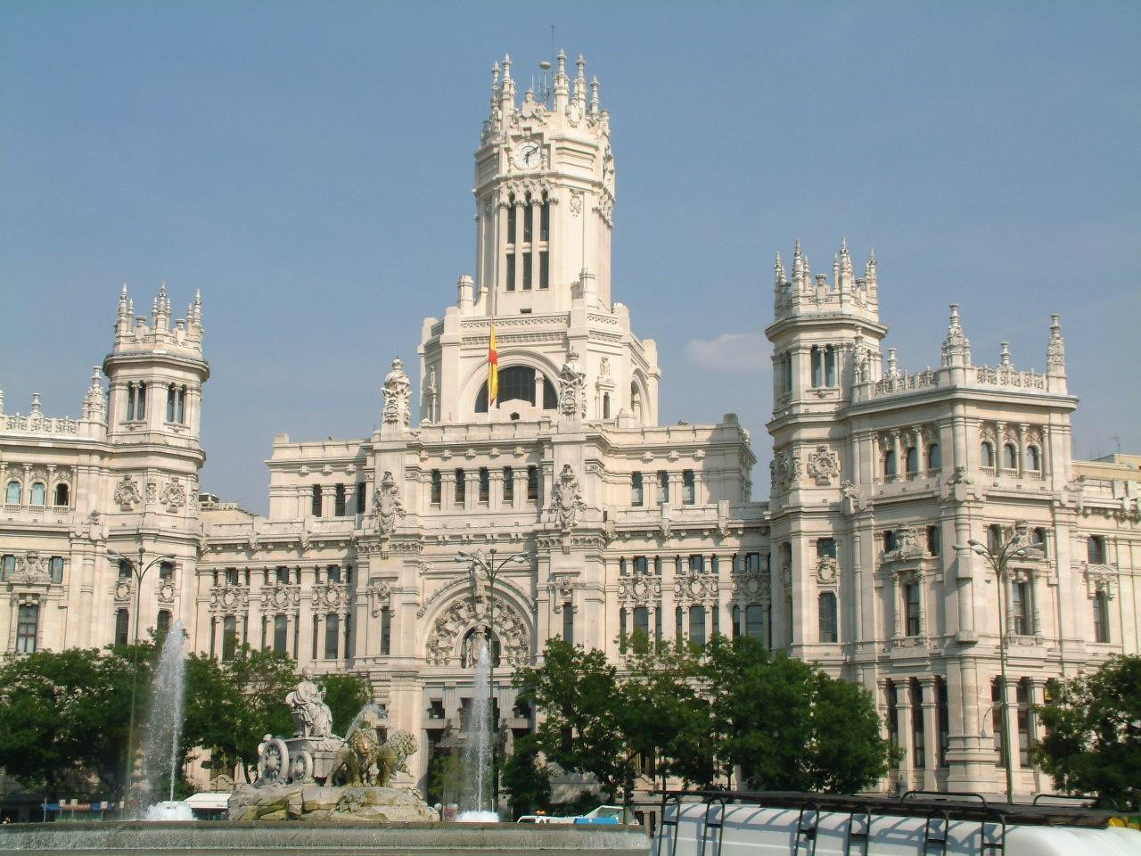 Madrid Est La Capitale D  Espagne   On Y Parle Donc L Espagnol Et On