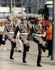 Soldats militaires - Nationale Volksarmee.jpg