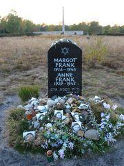 Anne frank memorial bergen belsen (1).jpg