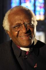 Fichier:Desmond Tutu (2003-2004).jpg
