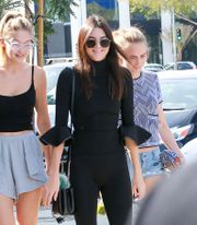 Gallery-1445769366-kendall-jenner-gigi-hadid-and-cara-delevingne-just-nailed-off-duty-model-style.jpg