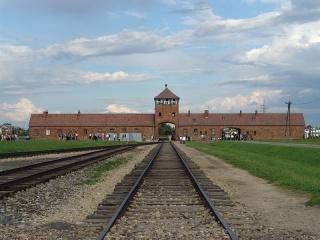 Fichier:Auschwitz-Birkenau-Camp de concentration et d'extermination nazi.jpg