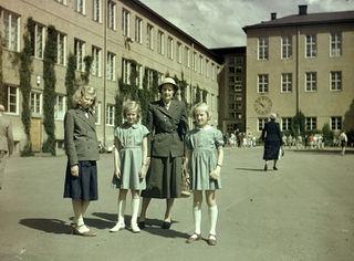 Fil:Ålstens folkskola skolavslutning juni 1953.jpg