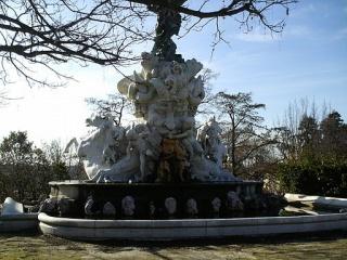 Fichier:Fontaine du titan plateau des poetes beziers.JPG